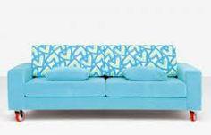 esto es el sofá diseñado de Agatha con un color alegre