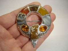 LARGE ANTIQUE VICTORIAN SCOTTISH AGATE & CITRINE SILVER PEBBLE BROOCH PIN c.1875
