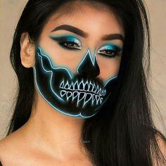 Halloween Makeup cost of halloween makeup artist Amazing Halloween Makeup, Halloween Makeup Looks, Halloween Kostüm, Eye Makeup Art, Skull Makeup, Glow Makeup, Makeup Geek Cosmetics, Crazy Makeup, Fantasy Makeup