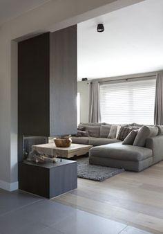HV: Nog een voorbeeld van een unieke openhaard: een doorkijk openhaard tussen de woonkamer en de eetkamer...