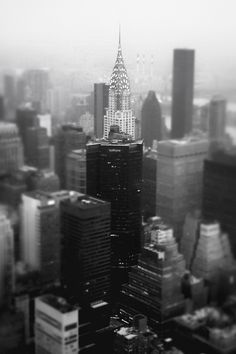 Poster | NEW YORK CITY SKYLINE - von Vivienne Gucwa | more posters at http://moreposter.de