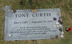 The final resting place of actor Tony Curtis at Palm Memorial Park (Green Valley) in Las Vegas, NV Cemetery Monuments, Cemetery Headstones, Old Cemeteries, Cemetery Art, Graveyards, Cemetery Statues, Famous Tombstones, Tony Curtis, Famous Graves