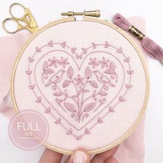 Hearts and Birds: Full Embroidery Kit, Romantic Floral Sewing Kit. Easy Modern Design Ideal for Begi Wooden Embroidery Hoops, Embroidery Hoop Art, Embroidery Patterns, Mexican Embroidery, Modern Embroidery, Lazy Daisy Stitch, Presents For Friends, Running Stitch, Embroidery For Beginners