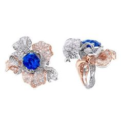 Anna Hu Pétales d'Amour ring featuring a vivid blue Sri Lankan Sapphire of 13.86 carats, set in a stunning mix of rose and white gold.