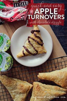 Quick and Easy Apple Turnover with Chocolate Drizzle Summer Desserts, Easy Desserts, Delicious Desserts, Dessert Recipes, Yummy Food, Apple Recipes, Fall Recipes, Strudel, Croissants