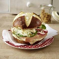 Das Rezept für Laugen-Leberkäse-Burger und weitere kostenlose Rezepte auf LECKER.de