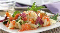 Recetas saludables para el verano: Ensalada de pasta con salmón: http://www.cosmopolitantv.es/noticias/1469/recetas-saludables-para-el-verano-ensalada-de-pasta-con-salmon