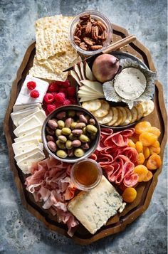 Cheese and Meat Board (Real Food by Dad) This looks like my kind of charcuterie board! charcuterie-board-real-food-by-dad Nothing kick starts a party like a good cheese and meat board, so here's my tips for how-to make a cheese and charcuterie board (chee Plateau Charcuterie, Charcuterie And Cheese Board, Cheese Boards, Snacks Für Party, Appetizers For Party, Appetizer Recipes, Wine Appetizers, Cheese Appetizers, Thanksgiving Appetizers