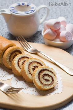 This fluffy cake roll is wrapped with creamy Nutella and taste absolutely divine. Nutella Swiss Roll is an easy, delicious cake recipe you must try. It looks great and tastes even better Delicious Cake Recipes, Yummy Cakes, Dessert Recipes, Desserts, Roll Cake Recipe Vanilla, Nutella Rolls, Roulade Recipe, Swiss Roll Cakes, Easy Christmas Cookie Recipes