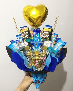 ideas flowers bouquet diy products for 2019 Flower Bouquet Boxes, Food Bouquet, Flower Box Gift, Diy Bouquet, Candy Bouquet, Diy Flowers, Birthday Gift Baskets, Birthday Gifts, Birthday Parties
