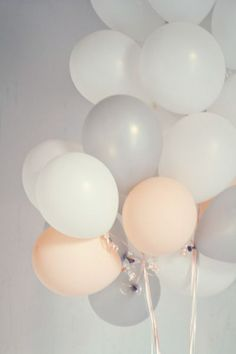 light color wedding balloon you can't miss the match