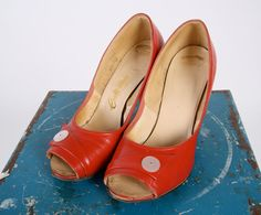 1950s Shoes // vintage 50s heels // Cute as a Button