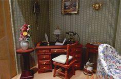 Vitrine - Der englische Mini Mundus Schreibtisch mit Ledereinlage in unserem Kaminzimmer... Viel Spaß beim Ansehen. Mit freundlichen Grüßen aus Ellerau, Karin und Norbert D.