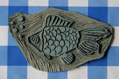 linoleum stamp with fish, made by Hilde Reurink Lino Art, Stamp Carving, Handmade Stamps, Gelli Printing, Tampons, How To Dye Fabric, All Art, Hand Carved, Crafty