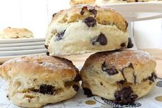 Chocolate chip scones with Thermomix, recipe for tasty rolls, very soft, easy to make for breakfast or afternoon tea Passover Desserts, Ww Desserts, Dessert Recipes, Health Desserts, Thermomix Scones, Dessert Thermomix, Best Cake Recipes, Good Healthy Recipes, Low Carb Side Dishes