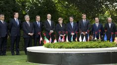 EU leaders gather for WWI memorial ahead of Juncker battle. EU leaders have held a ceremony in Ypres, Belgium, on the 100th anniversary of the start of World War One, ahead of an EU summit. The summit is overshadowed by a dispute over who should lead the European Commission. EU leaders are expected to make a decision on the Commission presidency on Friday. In Ypres, the 28 EU leaders joined in a minute of silence remembering the fallen of WW1 at the Menin Gate.