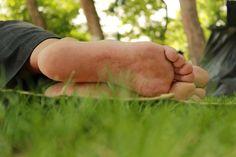 Gecenin ayazını iliklerine kadar hisseden insanoğluna, gün doğduğu zaman, toprak ana kucak açar yurdumda...
