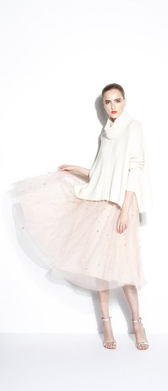 Embrace your inner urban-ballerina in this ethereal look from Alice + Olivia. Fashion Now, Modest Fashion, Girl Fashion, Womens Fashion, Ballet Inspired Fashion, Ballet Fashion, Fade Styles, Couture Fashion, Autumn Winter Fashion