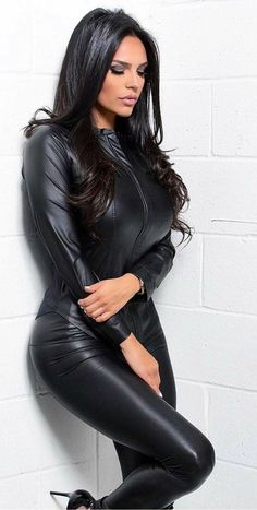 Leather Dresses, Leather Pants, Leather Catsuit, Mode Glamour, Leder Outfits, Elegantes Outfit, Latex Dress, Hot Brunette, Mode Style
