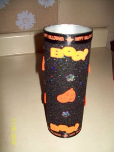 Halloween candle made from Pringles can