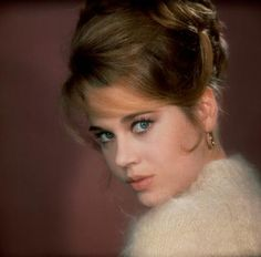 My sweet Lady Jane.your servant am I. and will humbly remain.just hear this plea my love.on bended knees my love.I pledge myself to. Jane Seymour, Jane Fonda Barbarella, Divas, Henry Fonda, Faye Dunaway, Lady Jane, Classic Hollywood, Golden Age Of Hollywood, Vintage Beauty