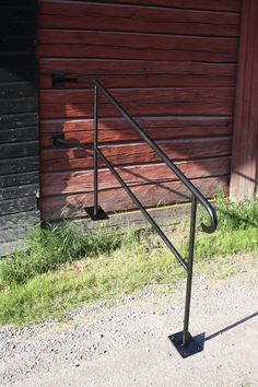 Ledstång Porch Handrails, Outdoor Railings, Wrought Iron Fences, Blacksmithing, Outdoor Furniture, Outdoor Decor, Front Porch, Exterior, House