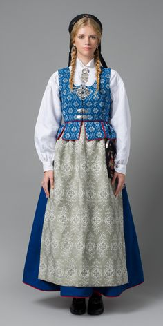 bunad trøndelag - Bunad is the traditional dress from Norway. Culture Clothing, Folk Clothing, Norwegian Clothing, Costumes Around The World, Frozen Costume, Ethnic Fashion, Womens Fashion, Folk Costume, Fashion History