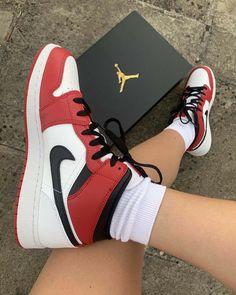 Tenis Nike Jordan, Zapatillas Nike Basketball, Zapatillas Jordan Retro, Air Jordan Sneakers, Nike Air Jordans, Air Force Jordans, Girl Jordans, Nike Fashion, Girls Shoes