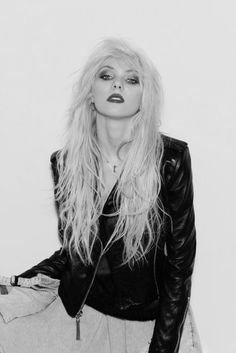 Taylor Momsen is my favorite person ever!! And I got to meet her at Warped tour!!! <3