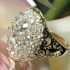 Gorgeous chunky gold and diamond bling I Love Jewelry, Jewelry Rings, Jewelery, Jewelry Accessories, Fine Jewelry, Jewelry Design, Wire Rings, Antique Jewelry, Vintage Jewelry