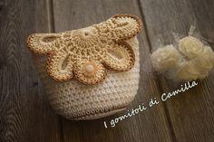 Oggi voglio condividere con voi i miei portamonete a uncinetto, semplici e divertenti, saranno perfetti anche come sacchettini portaconfetti. Bead Crochet, Irish Crochet, Free Crochet, Crochet Handbags, Crochet Purses, Crochet Leaves, Basket Bag, Crochet Videos, Straw Bag