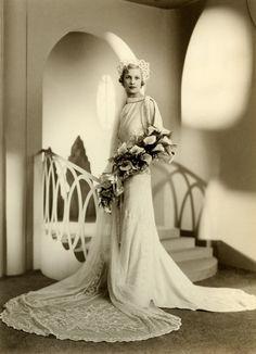 Fay Sirett in a Boris portrait on the day she married Judah Oberman in Photographer Boris Bennett. Antique Wedding Dresses, 1930s Wedding, Vintage Wedding Photos, Glamorous Wedding, Vintage Bridal, Wedding Bride, Wedding Gowns, Vintage Weddings, Lesbian Wedding