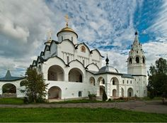 Intercession Cathedral (1510-1518) and Bell tower (16th century) of the Intercession Convent (founded in 1364)
