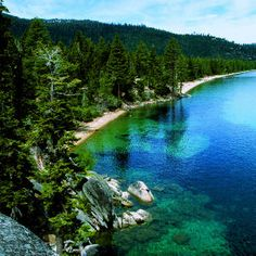 Cruise along Highway 395 in the Eastern Sierra Hop from lake to forest to charming mountain town on the Sierras eastern slope. California Tours, California Camping, California Getaways, Tahoe California, Southern California, Serra Nevada, Lago Tahoe, Places To Travel, Places To See