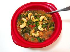 This Italian chicken chili with cashews is full of beans, greens, and smoky fire roasted tomatoes to keep you cozy on cool fall and winter evenings. Chili Recipes, Soup Recipes, Chicken Recipes, Cooking Recipes, Healthy Recipes, Cooking Stuff, Kale Recipes, What's Cooking, Diabetic Recipes