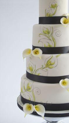 Weddingcake with calla lilies