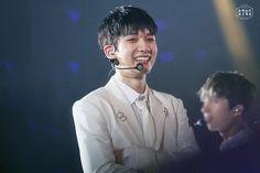 "hansanghyuks: ""VIXX Live Fantasia 'Elysium' 160813 상혁님이 보고계셔 do not edit """