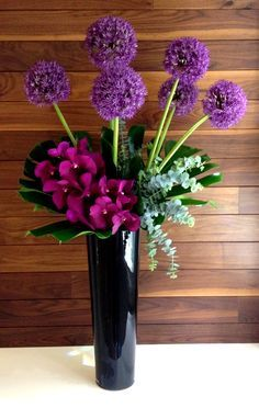 We work with our clients to ensure their flower needs are met whilst their brand image is maintained and enhanced with their corporate flowers. Ikebana Arrangements, Hotel Flower Arrangements, Modern Floral Arrangements, Beautiful Flower Arrangements, Beautiful Flowers, Deco Floral, Arte Floral, Faux Flowers, Silk Flowers