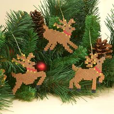 Decorate your tree or wreath this season with these leaping and prancing reindeer ornaments made with Mini Beads.