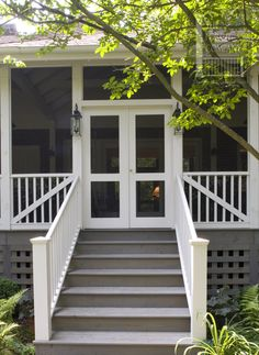 Splendid channeled small porch design see it here Screened Front Porches, Front Porch Railings, Screened Porch Designs, Farmhouse Front Porches, Enclosed Porches, Decks And Porches, Home Porch, House With Porch, Porch Steps