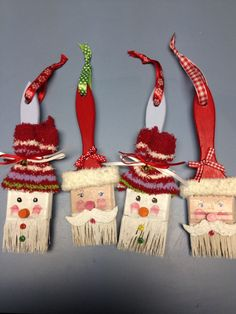Funny Christmas decorations with brushes - Recycle that old brush and create a beautiful Christmas ornament. You can use brushes of any size e - Christmas Crafts For Kids, Christmas Projects, Holiday Crafts, Christmas Holidays, Christmas Gifts, Christmas Ideas, Funny Christmas, Christmas Inspiration, Christmas Tree Toppers