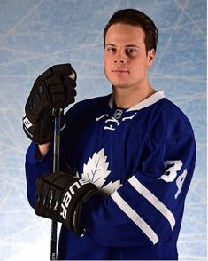 Auston Matthews - Toronto Hockey Memes, Women's Hockey, Field Hockey, Hockey Players, Nhl, Mitch Marner, Maple Leafs Hockey, Toronto Maple Leafs, Celebs
