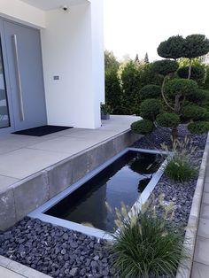 Reflecting Pool Vor Dem Eingangsbereich Mit Passender  Alu Beckenrandabdeckung