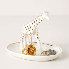 How fun is this giraffe trinket dish?