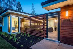 33 Lovely Front Yard Fence Design Ideas Best For Your Privacy - Hof Einfahrt Ideen Modern Wood Fence, Wood Fence Design, Modern Fence Design, Modern Front Yard, Privacy Fence Designs, Front Yard Fence, Wood Fences, Front Entry, Fencing