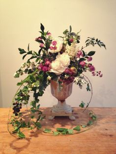 Warm Autumnal wedding flowers with apples & berries. #graceandsaviour