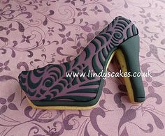 Retro circle stencilled shoe by Lindy Smith by Lindy's cakes, via Flickr