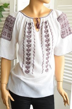 Ie Romaneasca Stela P - Chic Roumaine Folk Costume, Costumes, Palestinian Embroidery, Pakistani Dresses, Traditional Dresses, Bridal Dresses, Tunic Tops, The Incredibles, Stitch