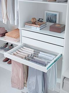 Walk In Closet Ideas - Looking for some fresh ideas to renovate your closet? See our gallery of leading high-end walk in closet layout ideas and also photos. Bedroom Closet Design, Master Bedroom Closet, Bedroom Wardrobe, Wardrobe Closet, Closet Designs, Wardrobe Ideas, Wardrobe Organisation, Smart Closet, Bedroom Decor
