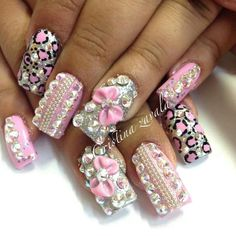 Pink and bling                                                                                                                                                     Mais